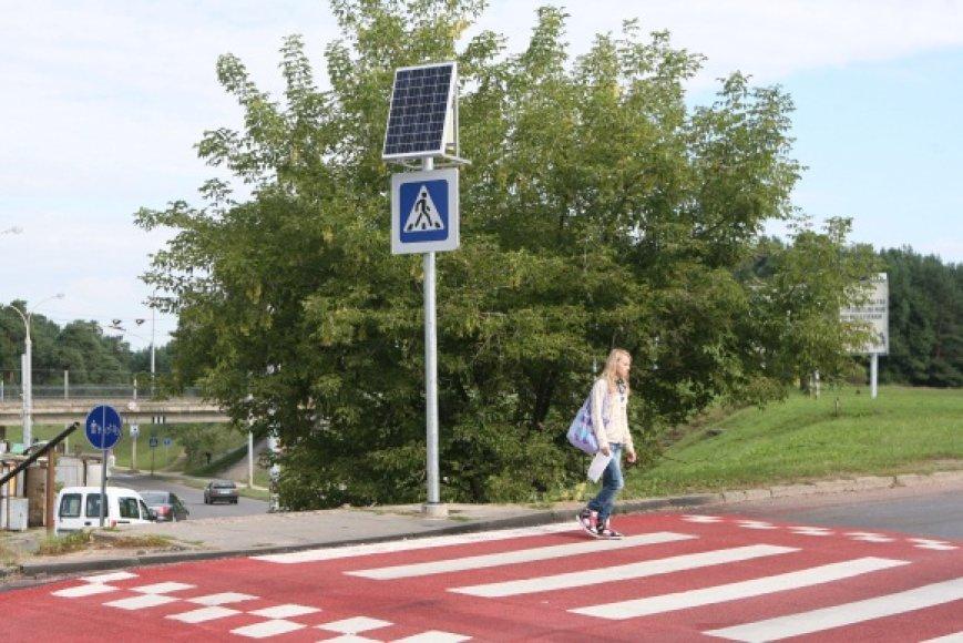 15 pavojingų Vilniaus gatvių ruožų ir pėsčiųjų perėjų paženklintos raudonos spalvos pagrindu.