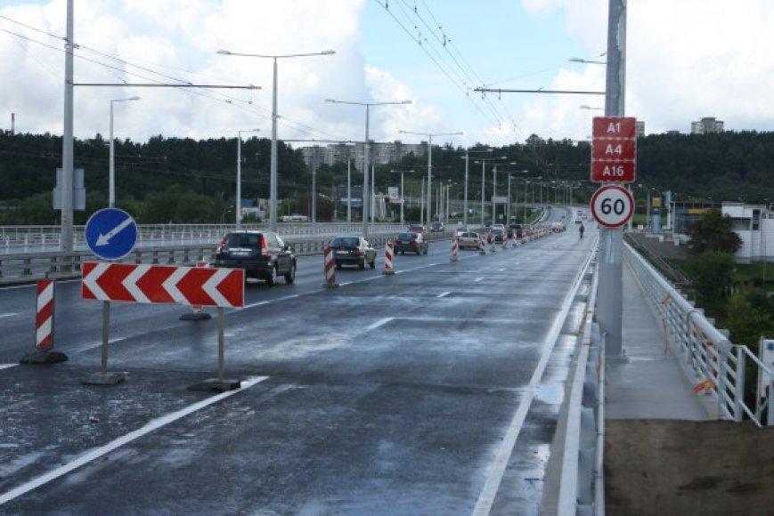 Rugpjūčio pabaigoje atidaryto Lazdynų tilto rekonstrukcijai ketinama skirti daugiau negu 32 mln. Lt iš Šiaurės investicijų banko paskolos gautų lėšų.