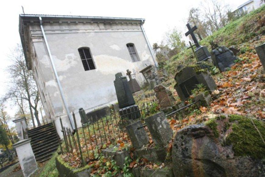 Bernardinų kapinėse palaidota daug žymių žmonių, tačiau tinkamo dėmesio jos nesulaukia.