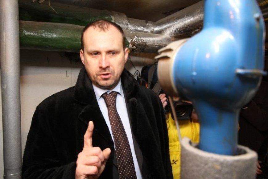 """R.Germanas tvirtina, kad """"Vilniaus energijos"""" gyventojams pateikiamos sąskaitos yra teisėtos, tačiau neslepia – už vasarį sunaudotą šilumą vėl mokėsime didžiules sumas."""