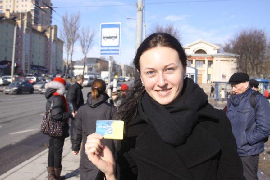 Vilnietė Jurgita sakė žinanti, kad šventinėmis dienomis darbo dienoms skirtas nuolatinis bilietas negalioja, net jei šventė pasitaiko vidury savaitės.