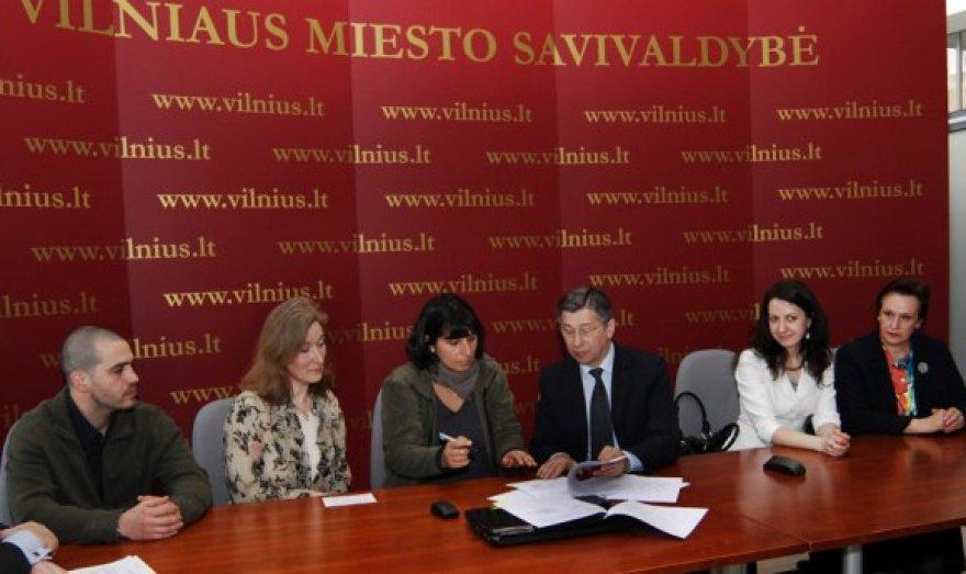 """Vilniaus miesto savivaldybė pagaliau pasirašė sutartį su gyvūnų apsaugos fondu """"Vier Pfoten"""" dėl gyvūnų vakcinacijos ir sterilizavimo."""