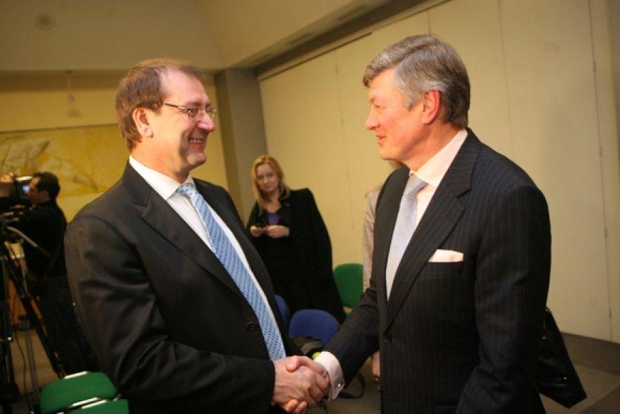 """A.Paulauskas su visa savo partija pasiprašė priimami į V.Uspaskicho vadovaujamų """"darbiečių"""" gretas."""