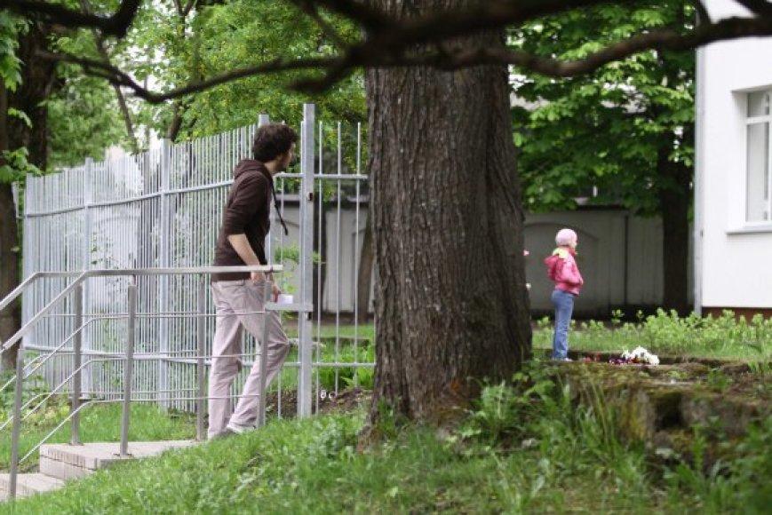 Dažname sostinės vaikų darželyje po jo valdas gali vaikščioti kas tik nori.