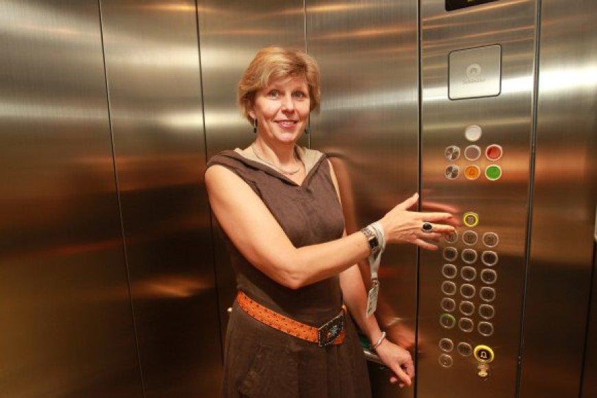 29-erius metus liftu lankytojus į televizijos bokšto viršų kelianti Janina ir pati dar mėgsta pasidairyti po miestą iš viršaus.
