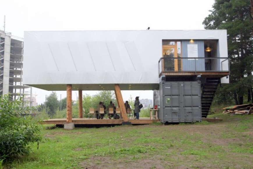Iš trijų jūrinių konteinerių pastatytas kultūros centras žada būti atviras visiems.