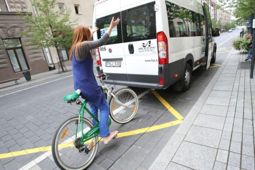 Ekologiški autobusai dviratininkams – ne draugai.