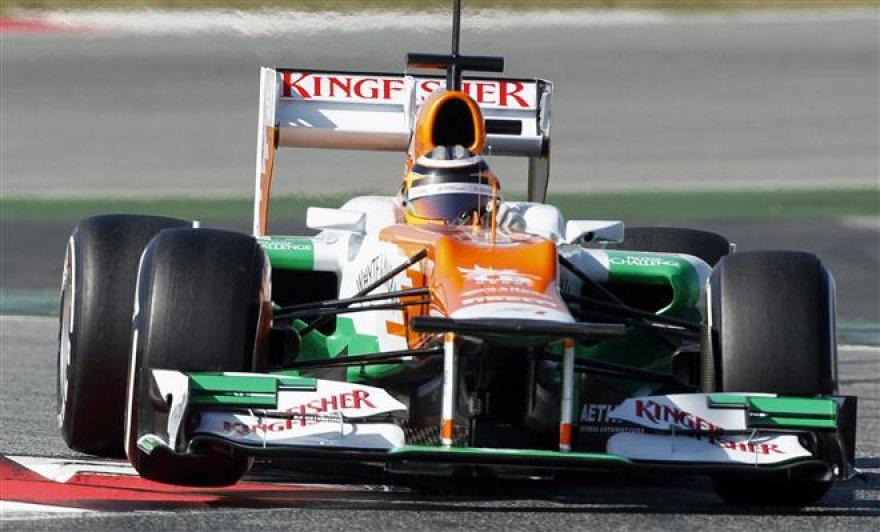 """""""Formulės-1"""" bolidų bandymai Barselonoje"""