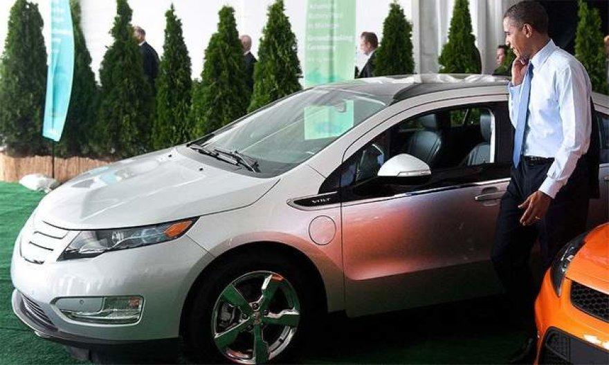 """Prezidentas Obama apžiūri """"Chevrolet Volt"""""""