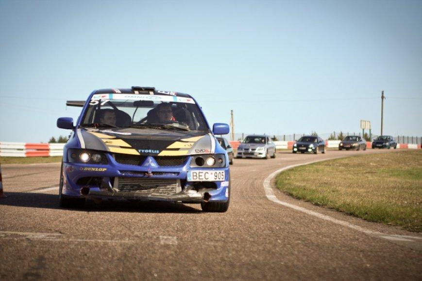 """""""Fast Lap"""": lenktynės ir šventė mėgstantiems automobilius - viename"""