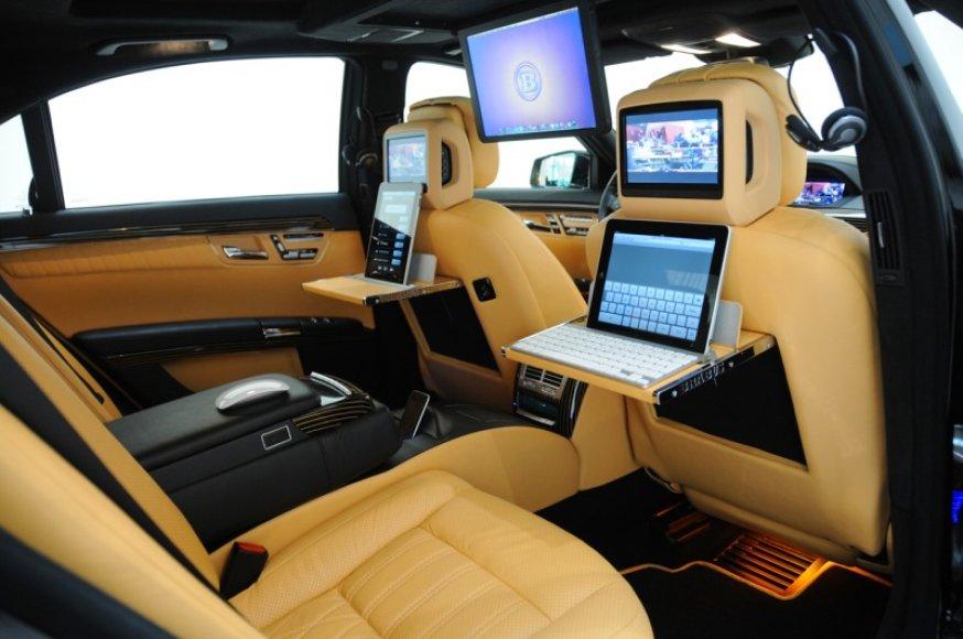"""""""Brabus iBusiness"""" – visi """"Apple"""" produktai viename automobilyje"""