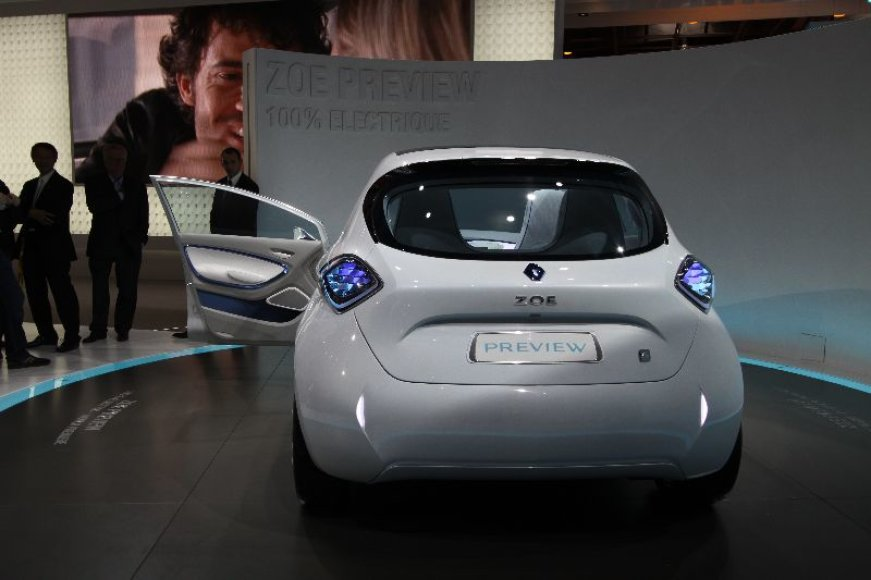 """Paryžius. Elektrinis """"Renault Zoe"""""""