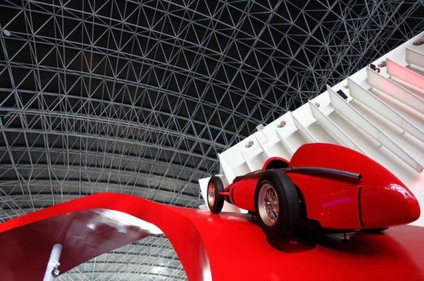 """""""Ferrari World"""" pramogų parkas Abu Dabyje"""