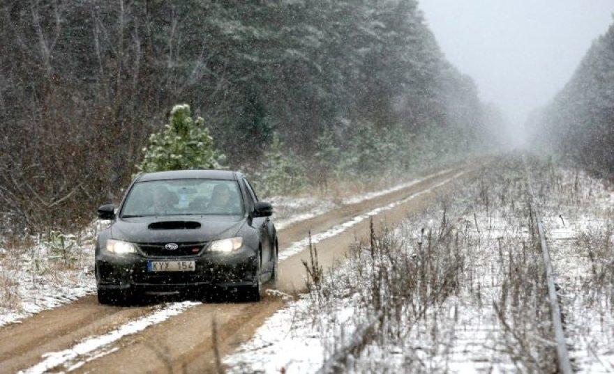 """""""Metų automobilį 2011"""" egzaminuoja žiema"""