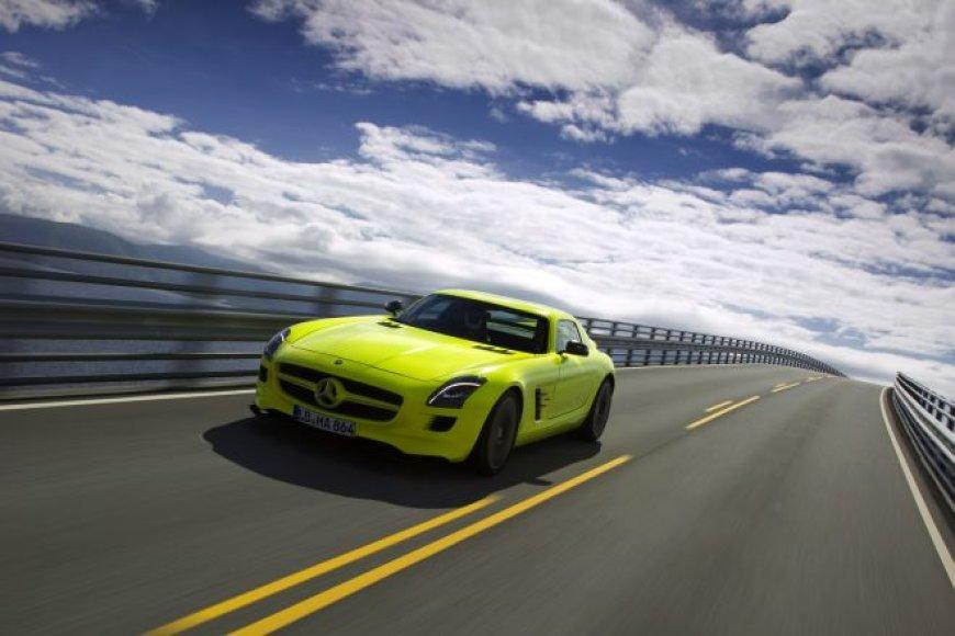 """Mercedes-Benz SLS AMG E-Cell"" prekyboje jau 2013 metais"