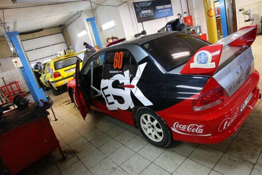 """""""Halls Winter Rally 2011"""" techninė komisija"""