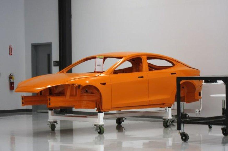 """""""Tesla Model S"""" dirbtuvės"""