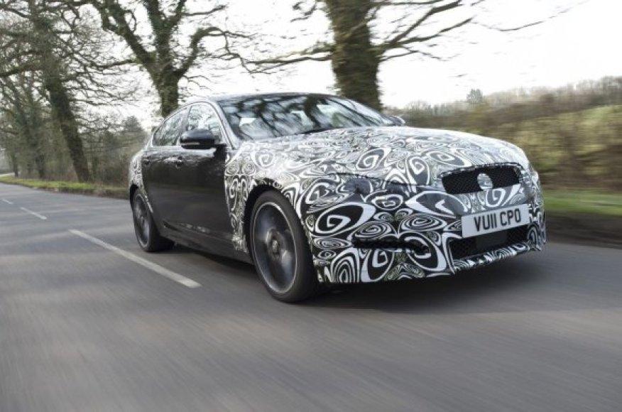 """""""Jaguar XF"""" turės naują nosytę ir taupesnį dyzelinį variklį"""