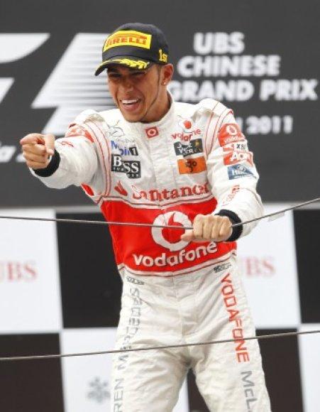 """""""Formulės-1"""" Kinijos GP lenktynių nugalėtojas Lewisas Hamiltonas"""