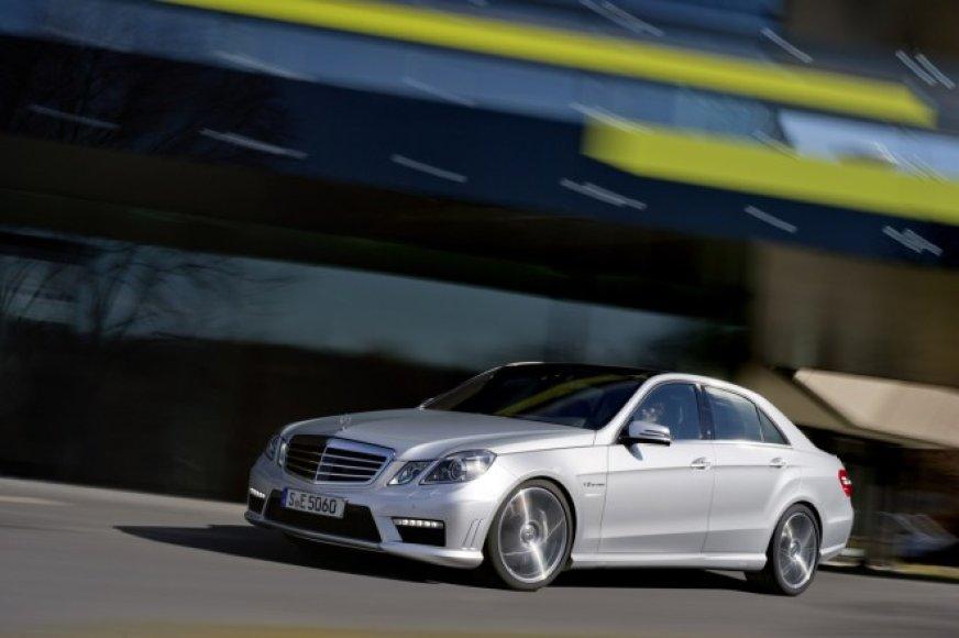 """Mercedes-Benz E63 AMG"" su V8 biturbo varikliu"