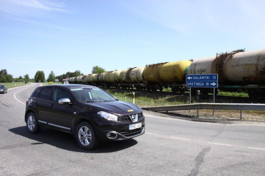 Automobilis ir traukinys