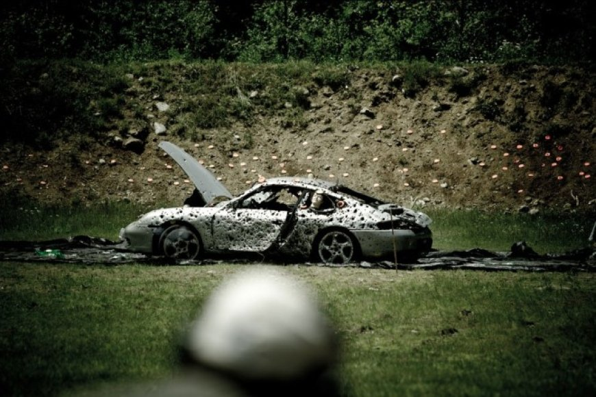 """Sušaudytas """"Porsche 911"""""""