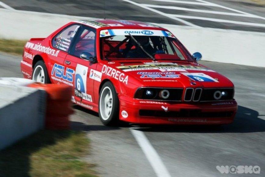 ASUS komandos 6 serijos BMW