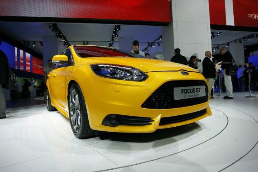 """Frankfurtas 2011: Plati """"Ford Focus"""" modelių šeima"""