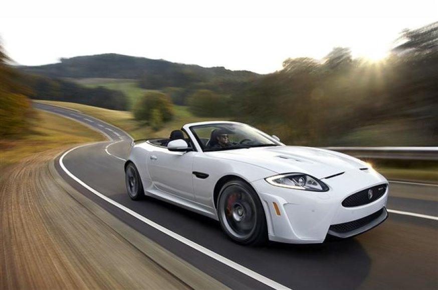 """""""Jaguar XKR-S Convertible"""" – galingiausias markės istorijoje kabrioletas"""