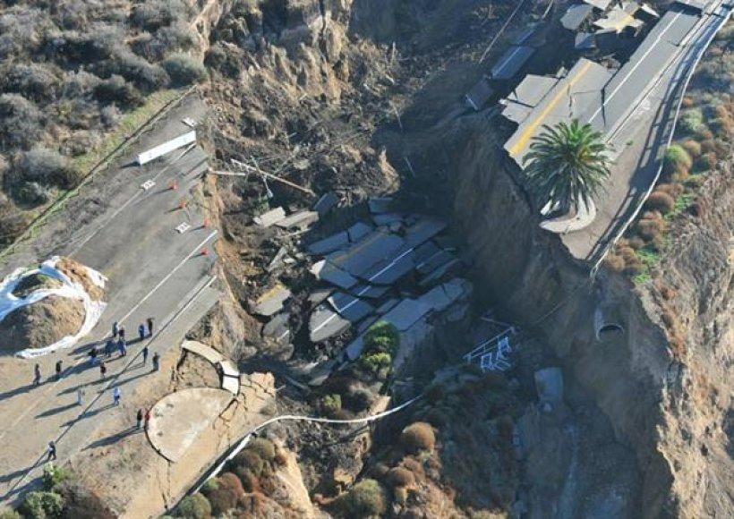 Sugriuvęs kelias Kalifornijoje