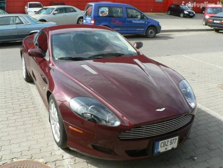 "2005 m. ""Aston Martin DB9"""