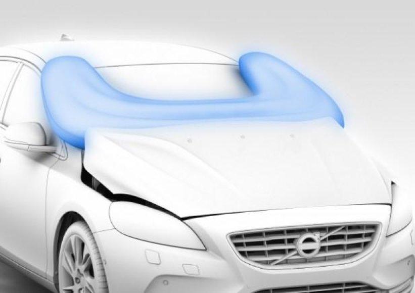 """Pirmoji pėsčiųjų saugos oro pagalvė – """"Volvo V40"""" automobilyje"""