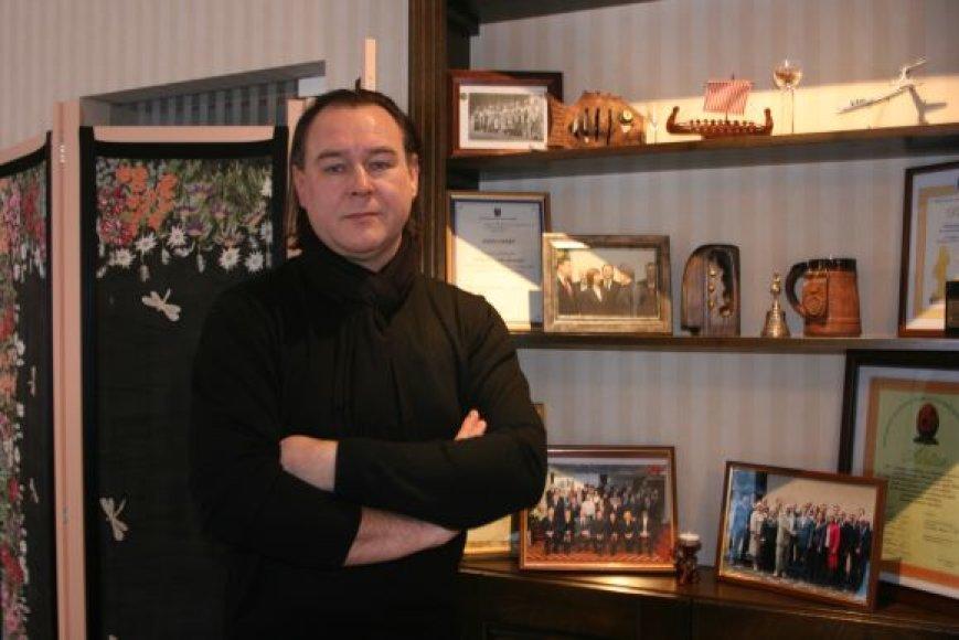 Palangos Viešbučių ir restoranų asociacijos prezidentas G.Sičiūnas įžvelgia tik vieną sumažėjusio PVM naudą: verslininkai galės daugiau lėtų skirti bent jau kosmetiniam pastatų remontui.
