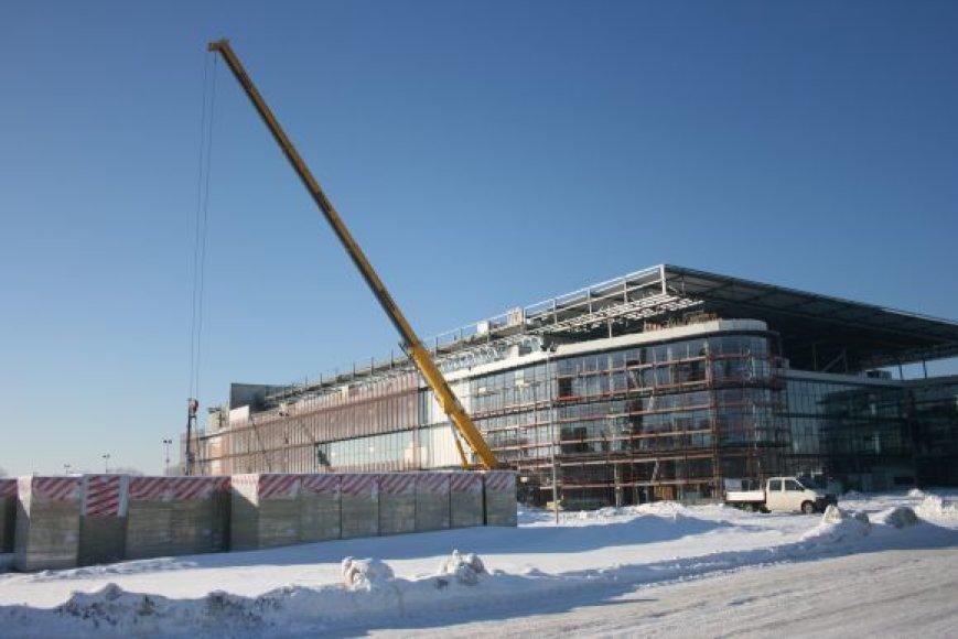 Sausiui artėjant į pabaigą, baigiamas dengti arenos stogas. Šią savaitę ketinama baigti stiklinti fasadą.