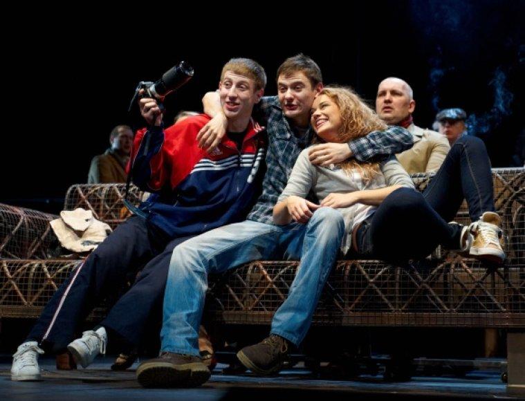 """""""Išvarymas"""" yra sukurtas remiantis emigrantų – lietuvių ir kitų rytų europiečių – pasakojimais. Kritikų jis vadinimas ne tik spektakliu, bet ir ryškiu pastarojo meto teatro įvykiu."""