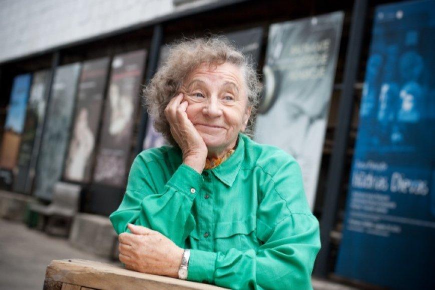 """R.Varnaitė džiaugiasi, kad spektaklis """"Amerika pirtyje"""" vis dar patinka žiūrovams – Kauno valstybiniame dramos teatre jis rodomas beveik keturis dešimtmečius."""