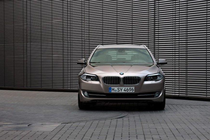 """BMW toliau lenkia """"Audi"""" ir """"Mercedes"""""""
