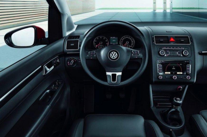 """""""VW Touran"""" supanašėjo į brolius ir seseris"""