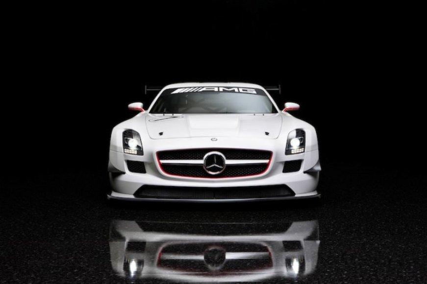 """Mercedes-Benz"" lenktynėms pritaikė ""SLS AMG"""