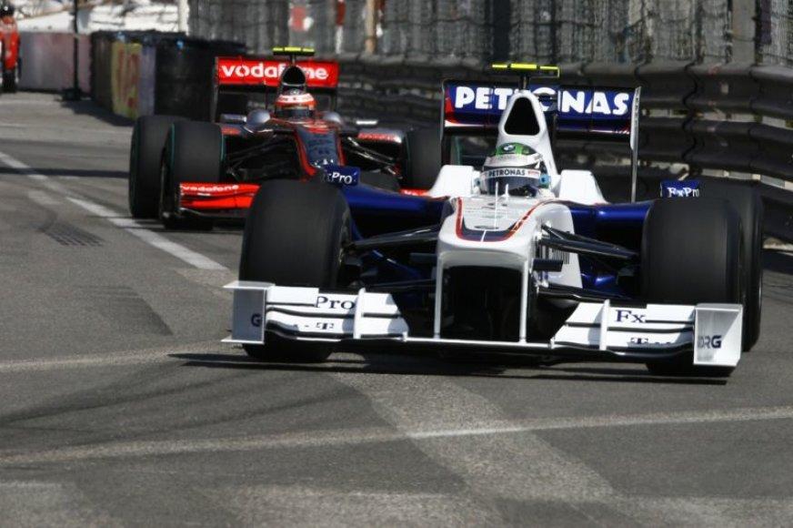 """BMW pasitrauks iš """"Formulės-1"""""""