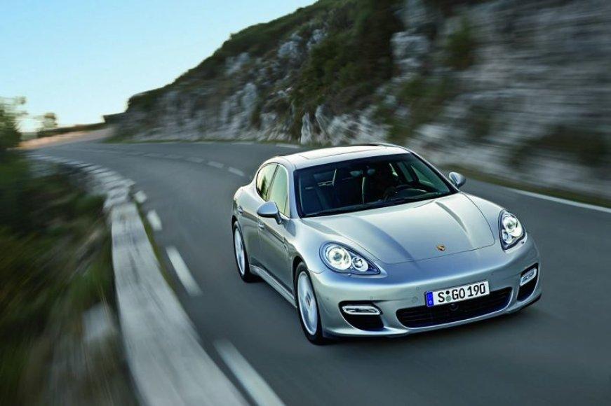"""""""Porsche Panamera"""" – jau greitai pardavimo salonuose"""