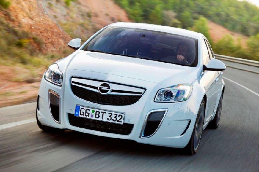 "Galingasis ""Opel Insignia OPC"" privers konkurentus sunerimti"