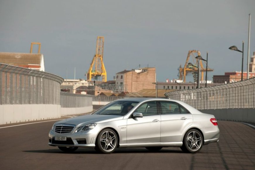 """Naujasis """"Mercedes-Benz E63 AMG"""" – greitas kaip vėjas"""