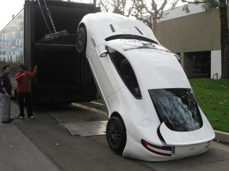 """""""Aston Martin Vantage"""" nepasiekė savo šeimininko"""