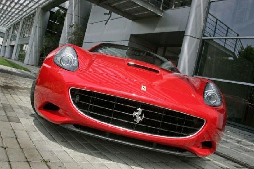 """Pristatyta """"Ferrari California"""""""