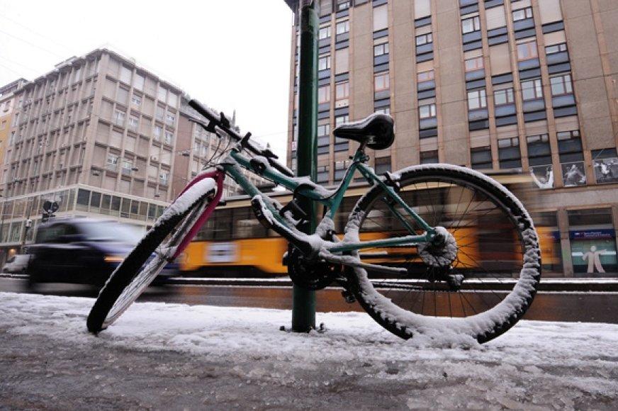 Apsnigtas dviratis Milane