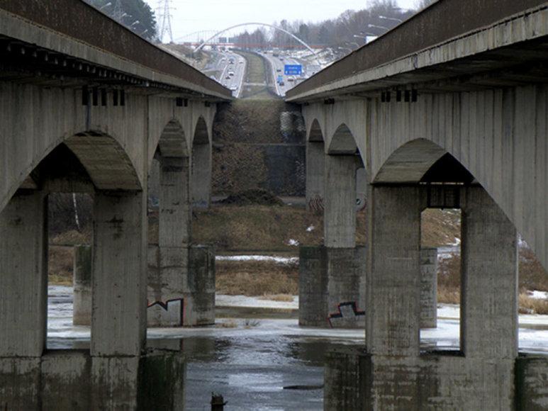 Tiltai per Nerį