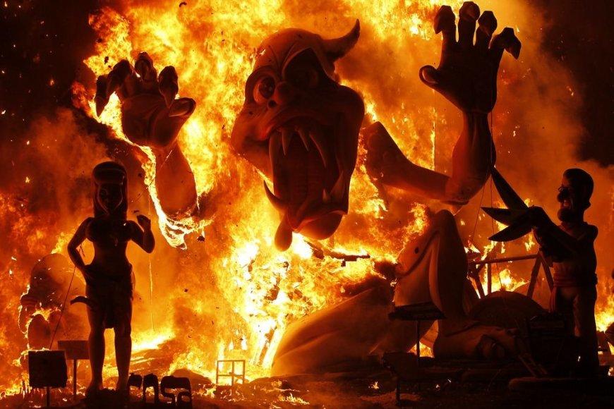 """""""Las Fallas"""" festivalio akimirka"""