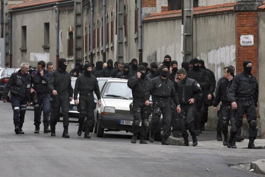 Policininkai pasibaigus šturmui