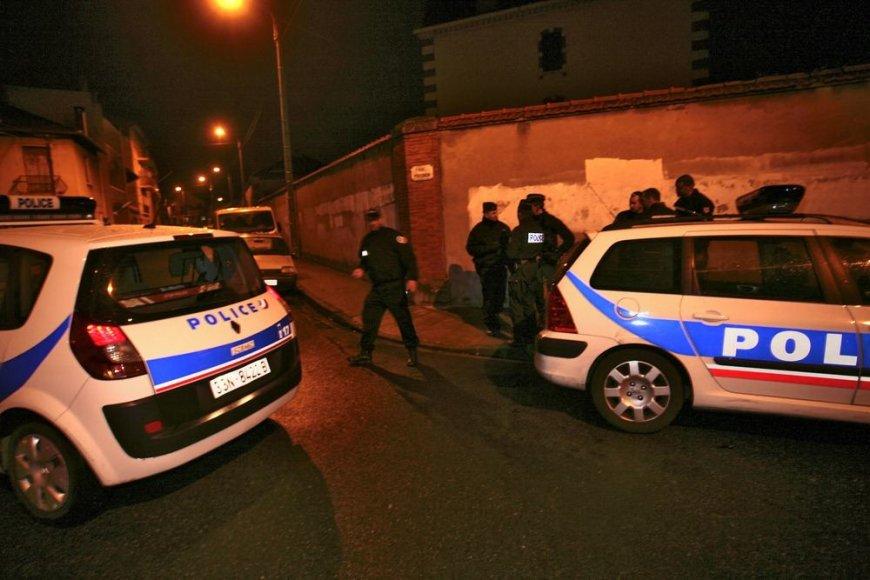 Specialios operacijos metu policija užblokavo aplinkinės gatvės